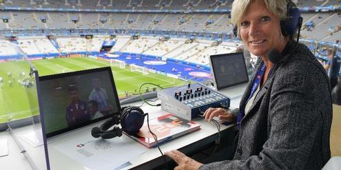 ZDF-Sportreporterin Claudia Neumann wird schon beschimpft, bevor sie ihre Arbeit macht.