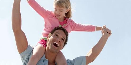 Väter, die freiwillig Teilzeit arbeiten, sind glücklich!