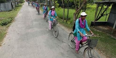 Die «Info-Ladys» bringen Computer, Internet und Bildung in die Dörfer