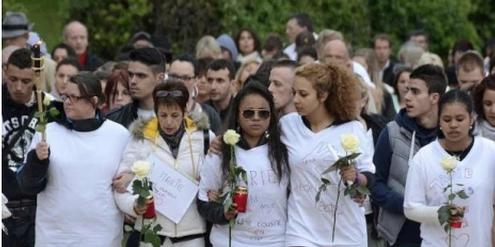 Trauer um Marie, die von einem rückfälligen Täter ermordet worden ist.