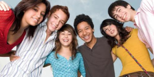 Mädchen und Jungen: Traditionelles Geschlechterdenken prägt bereits die Pubertät.