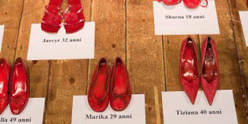 In Italien erinnerten am «Tag gegen Gewalt an Frauen» rote Schuhe an die Opfer häuslicher Gewalt.