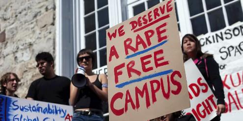 Studierende demonstrieren gegen sexuelle Gewalt an US-Universitäten.