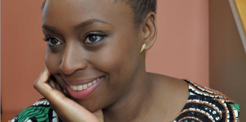 Die Autorin Chimamanda Ngozi Adichie ist auf der Liste der inspirierenden Frauen.