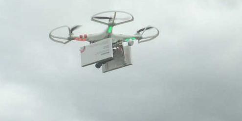 Aktivistinnen befestigten die Abtreibungspillen an einer Drohne.