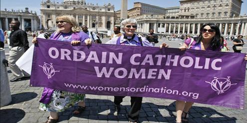 Katholikinnen fordern seit langem die Weihe von Frauen zu Priesterinnen.