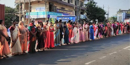Demonstration für Frauenrechte mit einer 620 Kilometer langen Menschenkette durch Kerala.
