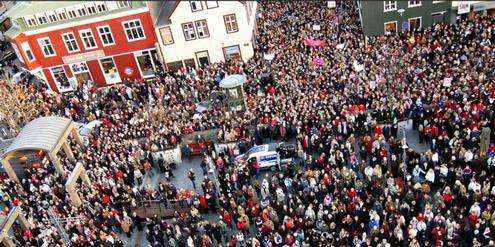 Tausende Isländerinnen demonstrierten letzten Herbst in Reykjavik für gleiche Löhne.