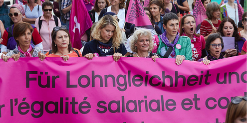An der nationalen Demonstration in der Schweiz forderten Frauen Lohngleichheit.