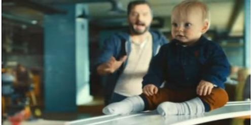 Philadelphia-Spot: Vergesslicher Vater entdeckt sein Baby auf dem Förderband.