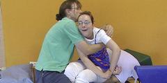 Céline ist seit der Lungenembolie schwerst behindert und kann weder sprechen noch gehen.