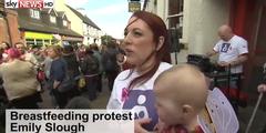 Emily Slough am Massen-Stillen gegen Mobbing auf Facebook.