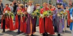 Sechseläuten 2010: Die Frauenzunft musste vor dem offiziellen Umzug durch die Stadt gehen.