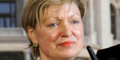 Karin Bergmann übernimmt als erste Frau das Burgtheater in dessen grösster Krise.