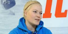 Die finnische Nationaltorhüterin Noora Räty spielt als Profi bei einem Männer-Team.