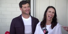 Premierministerin Jacinda Ardern und ihr Partner Clarke Gayford sind Eltern geworden.