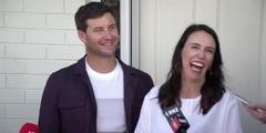 Premierministerin Jacinda Ardern und ihr Partner Clarke Gayford freuen sich auf ihr erstes Kind.