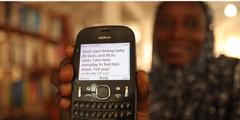Eine Mutter in Ghana erhält per SMS Tipps für eine gesunde Schwangerschaft