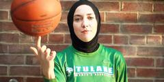 Basketball-Spielerin Indira Kaljo hat jahrelang die Abschaffung des Kopftuch-Verbots gefordert.