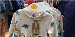 John Lewis etikettiert Kinderkleider neu geschlechtsneutral.