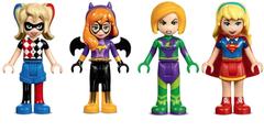 Starke Frauen von Lego: Harley Quinn, Batgirl, Lena Luthor und Supergirl (von links).