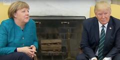 Der damalige US-Präsident Trump ignorierte 2017 Angela Merkel, was diese sichtlich irritierte.