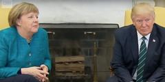 Donald Trump ignoriert die Frage von Angela Merkel nach dem Handschlag.