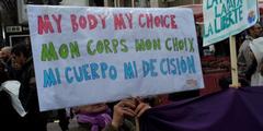 «Mein Körper, meine Entscheidung»: Frauen wollen selber über ihren Köroer entscheiden.
