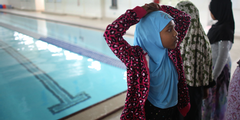 Muslimische Mädchen müssen am Schwimmunterricht teilnehmen, wenn sie den roten Pass wollen.