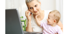 Eine erwerbstätige Mutter verdient deutlich weniger als andere Erwerbstätige.
