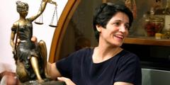Frauenrechtsanwältin Nasrin Sotoudeh ist zu insgesamt 38 Jahren Gefängnis verurteilt worden.