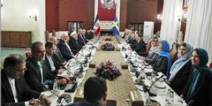 Treffen in Teheran: Mehrheitlich Frauen repräsentieren Schweden (rechts), nur Männer den Iran.