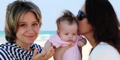 In Österreich können lesbische und schwule Paare ab 2016 fremde Kinder adoptieren.